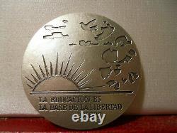 Médaille D'art D'argent Française 41mm Unesco Simon Bolivar Venezuela Colombe Paix